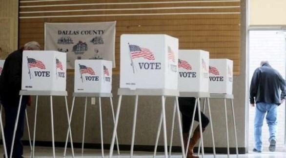 صناديق الاقتراع في مكتب انتخابي بولاية تكساس الأمريكية (أرشيف)