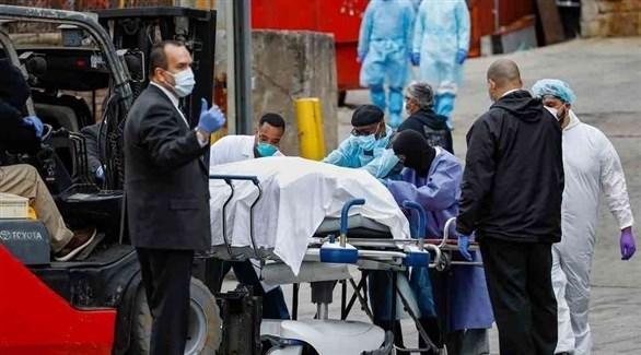 نقل مصابين بكورونا إلى أحد المستشفيات(أرشيف)