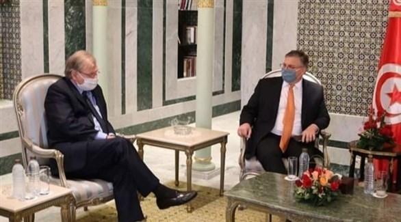 وزير الخارجية مستقبلاً السفير الأمريكي (أرشيف)