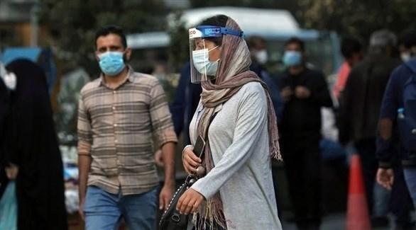 امرأة إيرانية ترتدي قناعاً واقياً (أرشيف / رويترز)