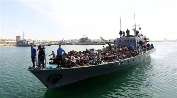 مهاجرون على متن قارب لخفر السواحل الإيطالي (أرشيف)