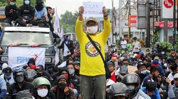 احتجاجات في إندونيسيا ضد قانون خلق فرص العمل (تويتر)