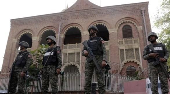 جنود باكستانيون أمام محكمة لاهور (أرشيف)