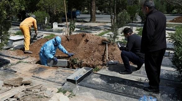إيرانيون في مقبرة (أرشيف)