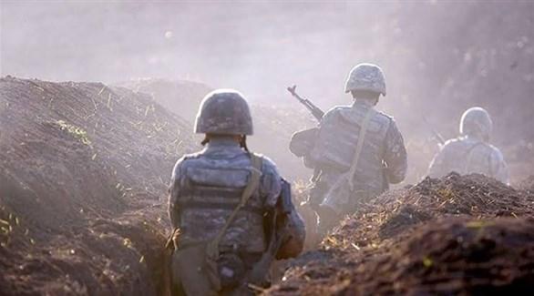 جنود على الجبهة بين أرمينيا وأذربيجان (أرشيف)
