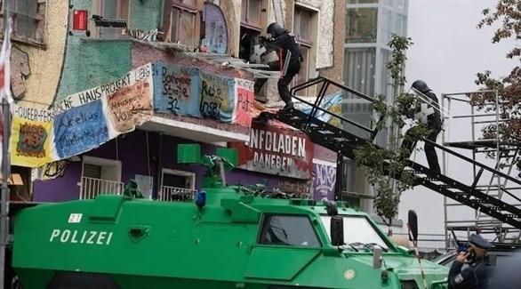 الشرطة الألمانية تقتحم مبنى اليساريين الفوضويين (د ب أ)