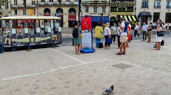 فرنسيون وسط باريس (إ ب أ)