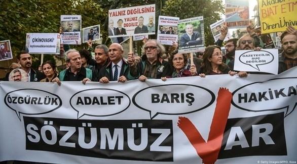 متظاهرون أتراك يحتجون على اعتقال صحافيين (أرشيف)