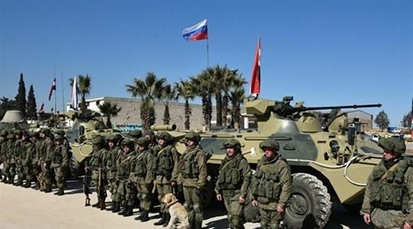 جنود روس أمام مدرعاتهم (أرشيف)
