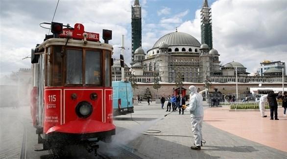 تعقيم أماكن عامة في تركيا بسبب تفشي كورونا (أرشيف)