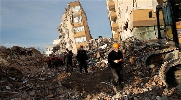 انهيار مبانٍ جراء زلزال في مدينة ازمير التركية (أرشيف)