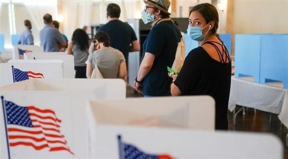 أمريكيون في مكتب انتخابي (أرشيف)