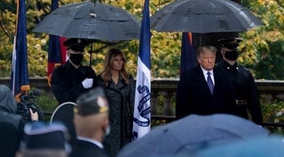 الرئيس الأمريكي ترامب وزوجته ميلانيا في مقبرة أرلينغتون (أ ف ب)