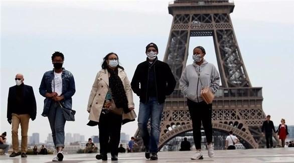 فرنسيون يرتدون كمامات للوقاية من كورونا (أرشيف)