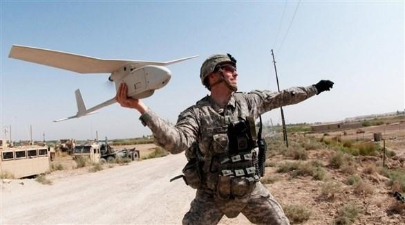 جندي أمريكي يطلق طائرة دون طيار (أرشيف)