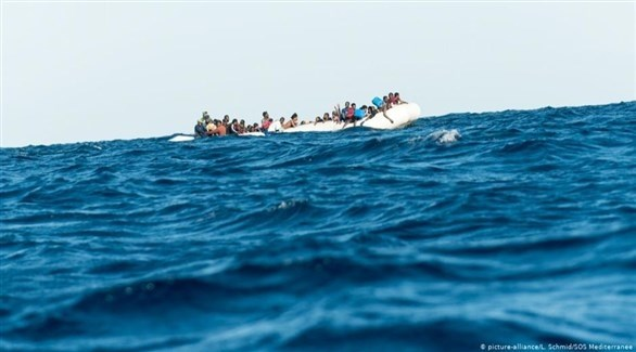 قارب يحمل عدداً من المهاجرين غير الشرعيين (أرشيف)