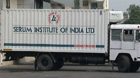 سيارة شحن للمستلزمات الطبية  في معهد سيروم الهندي (أرشيف)