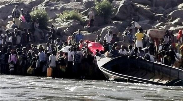 إثيوبيون يستعدون لقطع النهر للوصل إلى السودان (رويترز)
