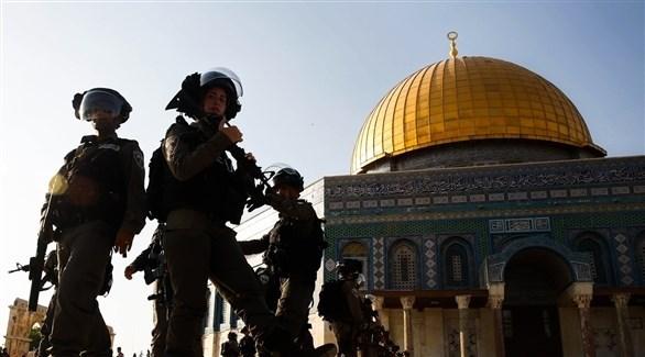 عناصر من الجيش الإسرائيلي داخل مسجد الأقصى (أرشيف)