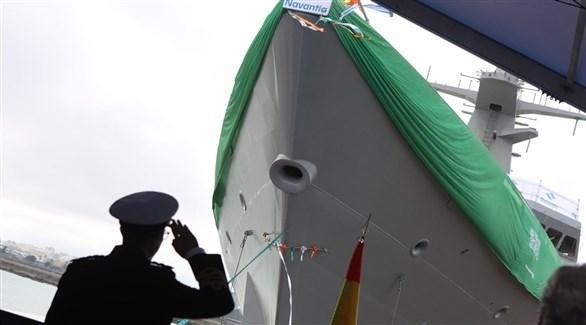 من مراسم تعويم السفينة الاسبانية المغلفة بالعلم السعوي
