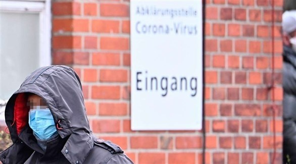 ألماني أمام مركز لكشف كورونا (أرشيف)