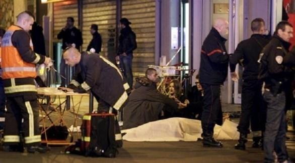 مسعفون فرنسيون يتعاملون مع ضحايا الاعتداءات (أرشيف)