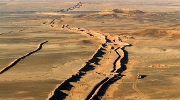 الجدار الرملي العازل في الصحراء الغربية (أرشيف)