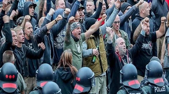 متظاهرون من أقصى اليمين الألماني المتطرف يواجهون طوقاً أمنياً (أرشيف)