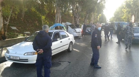 جانب من الحادث المروري الذي أدى إلى مقتل عدد من المساجين