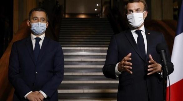 الرئيس الفرنسي إيمانويل ماكرون ووزير الداخلية جيرالد دارمانان (أرشيف)