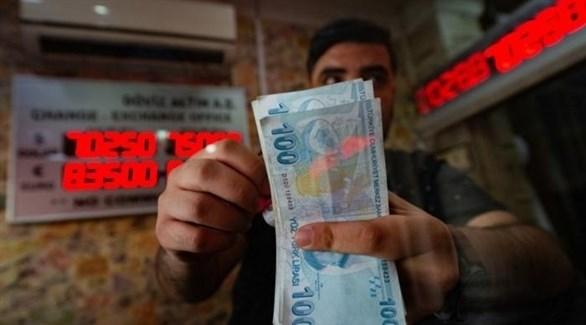 الليرة التركية تسجل تراجعاً جديداً أمام الدولار (أرشيف)
