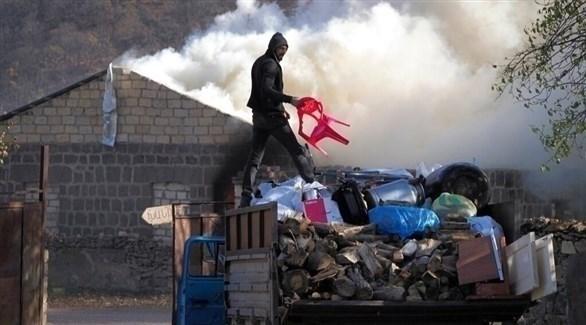 أرمن يحرقون منازلهم قبل تسليم البلدة لأذربيجان (أرشيف)