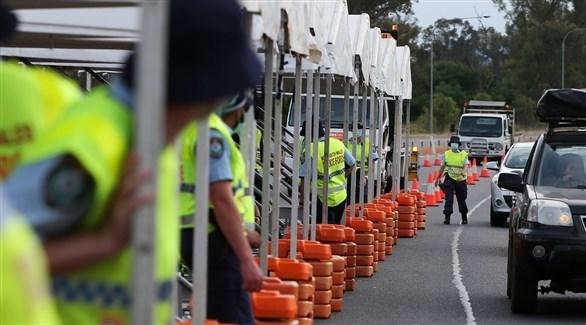 عناصر من الشرطة الأسترالية عند حاجز مروري (أرشيف)