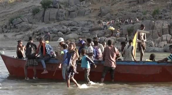 مدنيون من تيغراي يعبرون إلى السودان هرباً من القتال (أرشيف)
