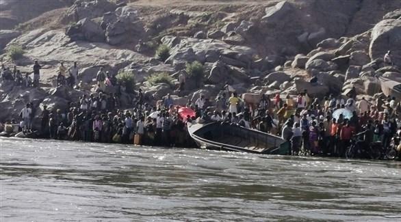فارون من الحرب في تيغراي يعبرون نهراً باتجاه السودان