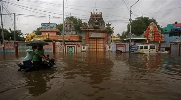 مياه الأمطار تغمر شارعاً في الهند (أرشيف)