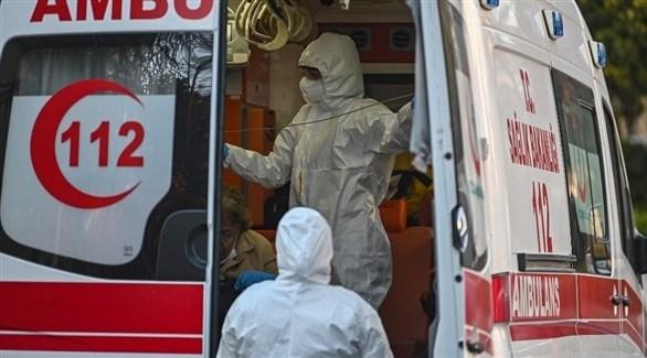 مسعفان تركيان في سيارة إسعاف (أرشيف)