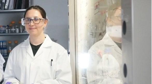 طورت الباحثة الكندية إيلاريا روبينو قناعاً مغلفاً بالملح لقتل الفيروسات (سي بي سي)