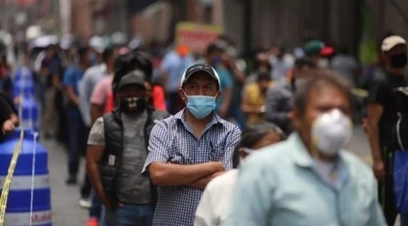 مكسيكيون يرتدون الكمامة للوقاية من كورونا (أرشيف)