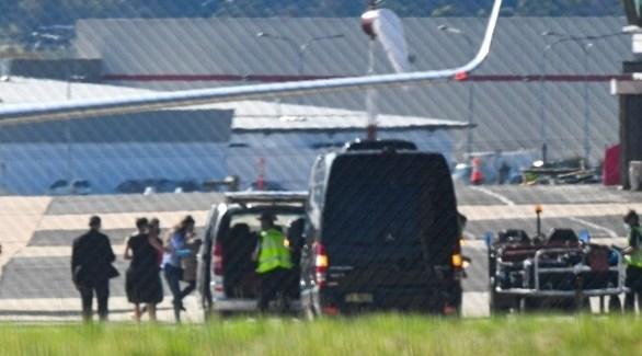 الإسعاف في مطار كانبيرا يستقبل الباحثة كايلي مور غيلبرت (تويتر)