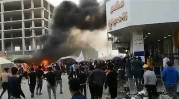 متظاهرون في الناصرية بالعراق اليوم (تويتر)