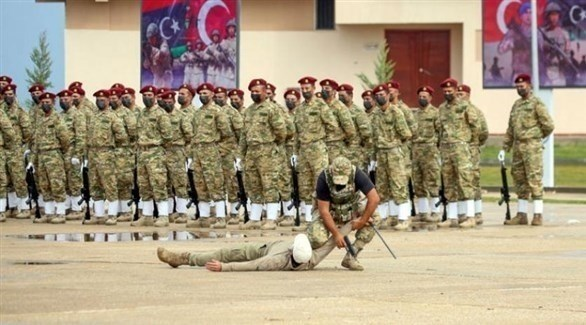 عناصر تابعة لقوات الوفاق خلال تدريب عسكري أشرفت عليه عناصر من الجيش التركي في تاجوراء (أ.ف.ب)