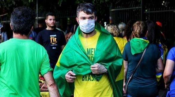 رجل يرتدي كمامة في البرازيل (أرشيف)