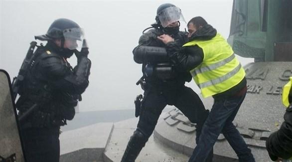 الشرطة الفرنسية تعتقل محتج في باريس (تويتر)