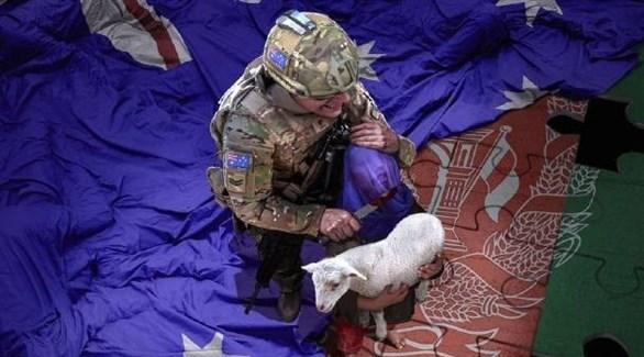 صورة الجندي الأسترالي التي غرد بها (تويتر)