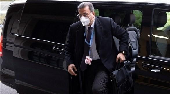 ممثل النظام السوري أحمد كزبري يصل مكان الاجتماع (رويترز)