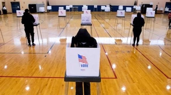 أمريكيون في مركز اقتراع (أرشيف)