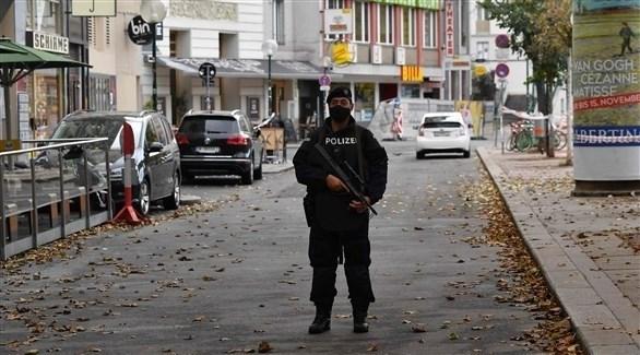 قوات أمنية نمساوية قرب موقع الحادثة - AFP