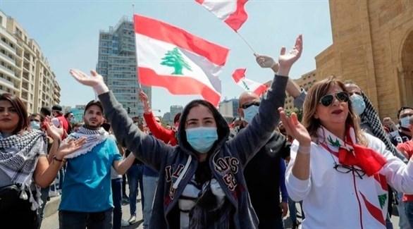 لبنانيون يتظاهرون وهم مرتدين للكمامات (أرشيف)