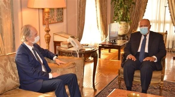 وزير الخارجية المصري سامح شكري والمبعوث الأممي إلى سوريا غير بيدرسون (الخارجية المصرية)